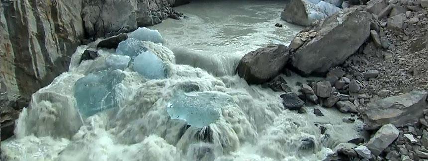 srf_chak_gletscher_schmelzwasser_wide_gletschertor